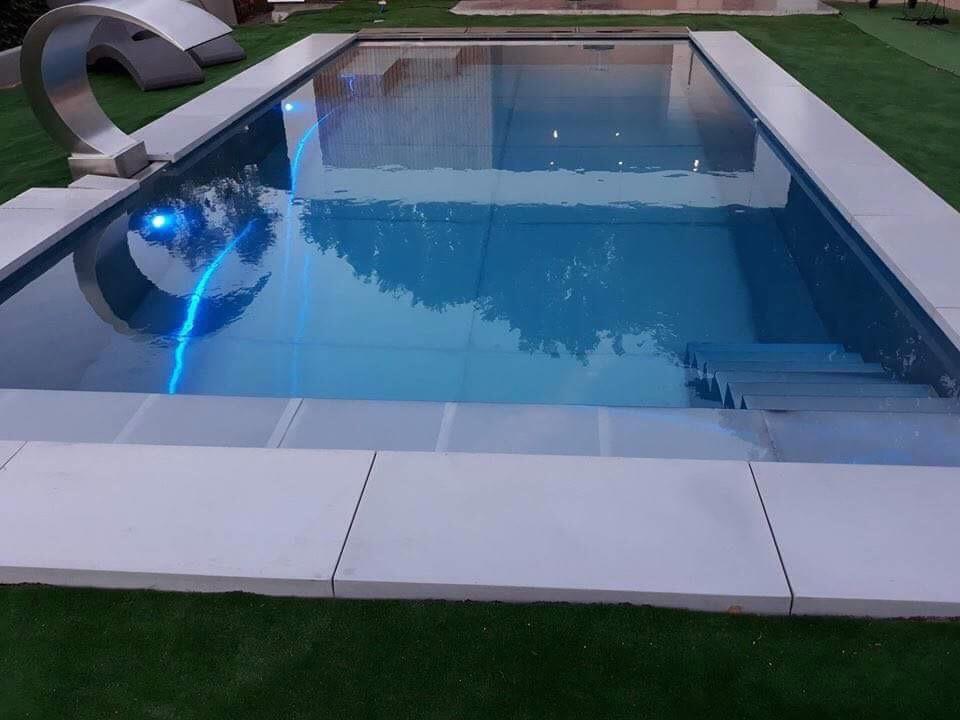 Inox zwembad met verlichting en fontein