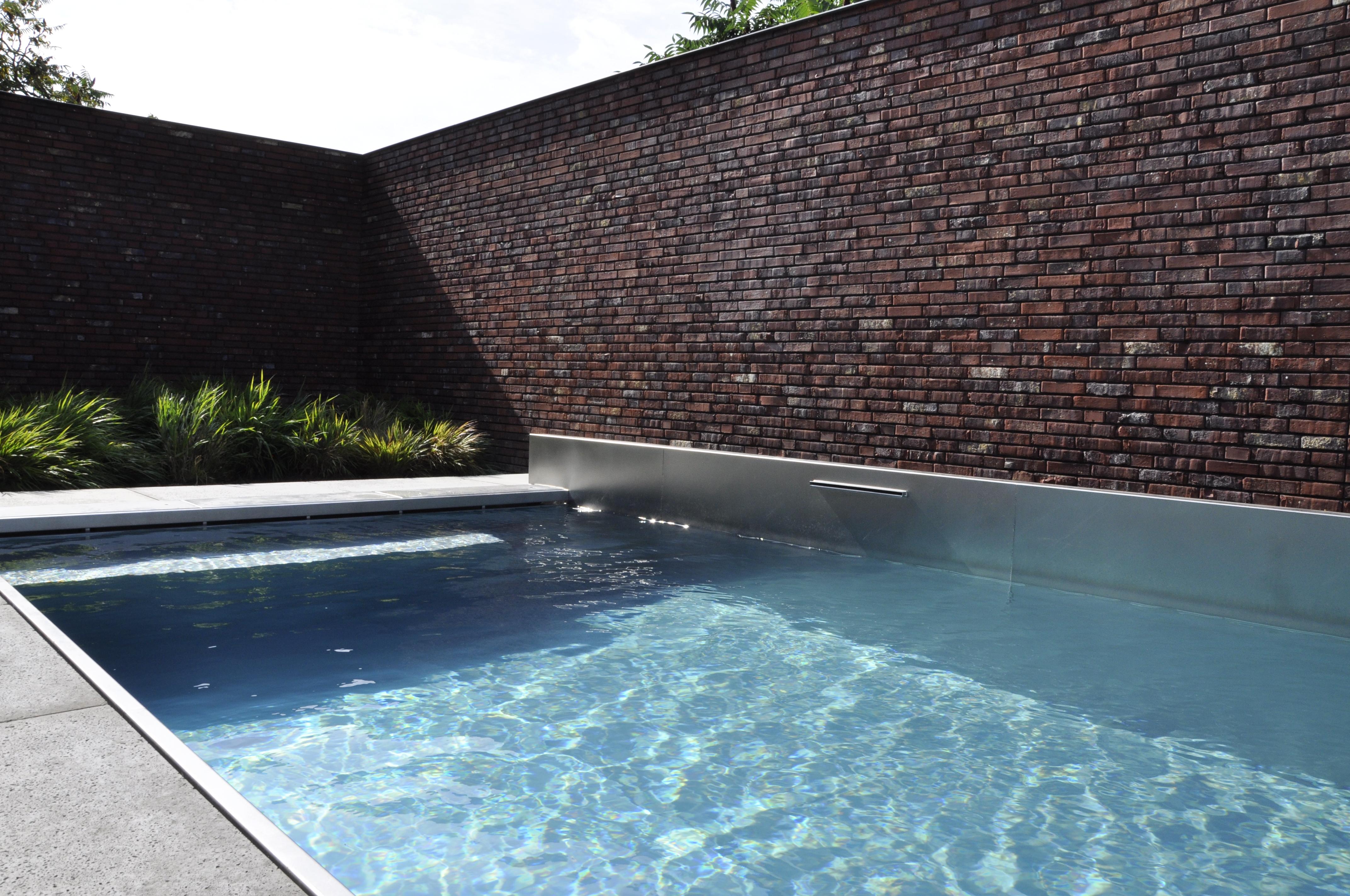 Inox zwembad met ingebouwde fontein