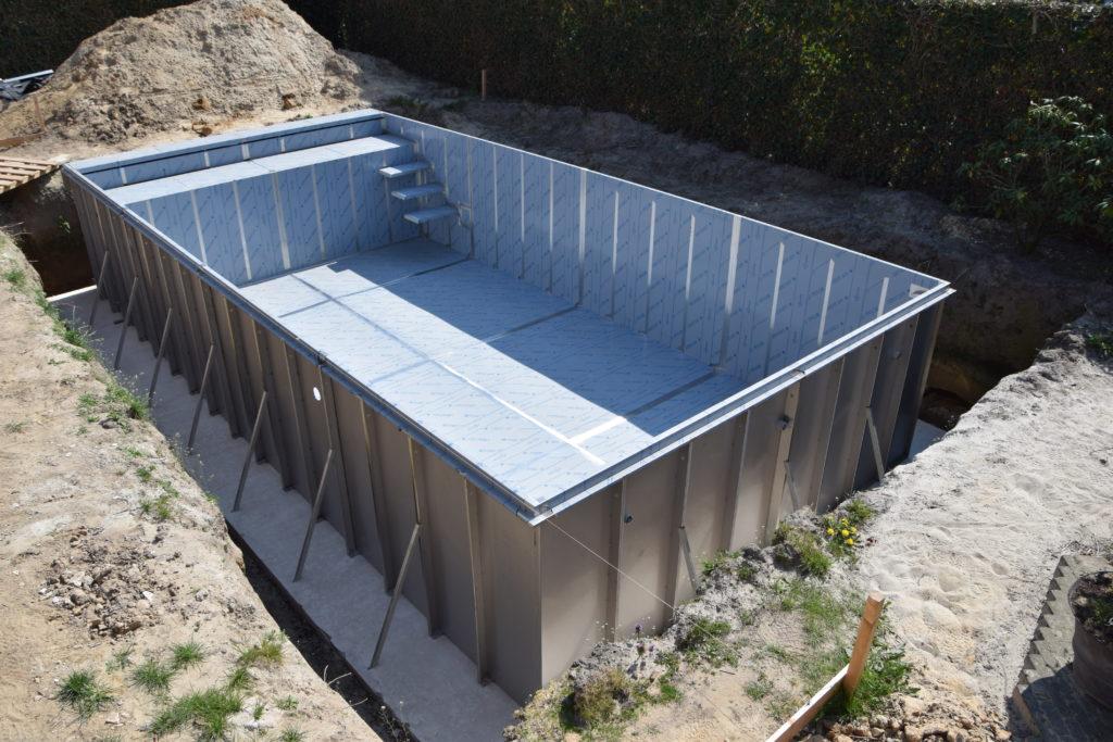 Inox Zwembad kuip in constructie